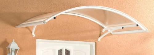 Bílá oblouková vchodová stříška s průhledným polykarbonátem