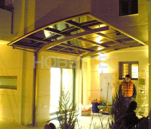 Pergolový přístřešek nad vchodové dveře
