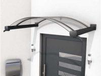 Oblouková vchodová stříška s černou konstrukcí