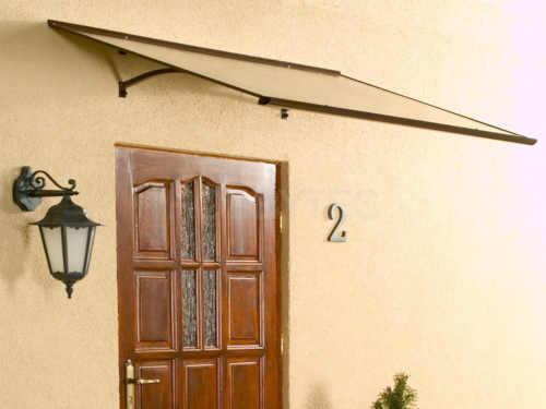 moderní rovná stříška nad dveře