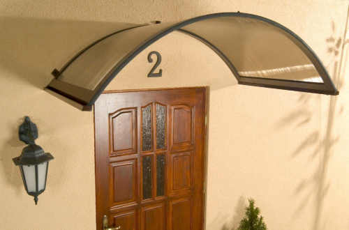 Oblouková stříška nad dveře
